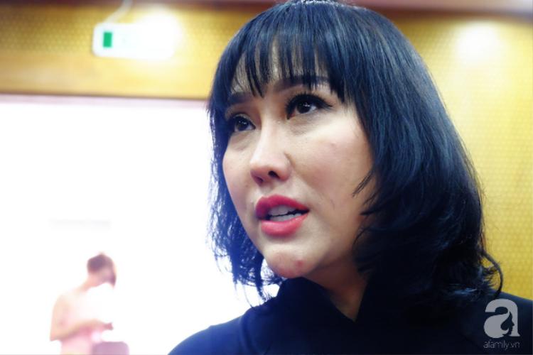 Gương mặt biến dạng của Phi Thanh Vân nhận nhiều ý kiến trái chiều từ người hâm mộ.