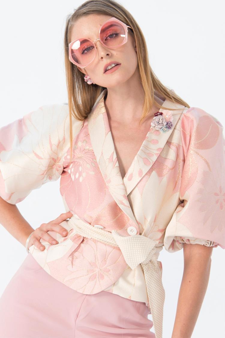 Tinh thần thời trang tôn vinh vẻ đẹp nữ tính, mềm mại trong bộ sưu tập