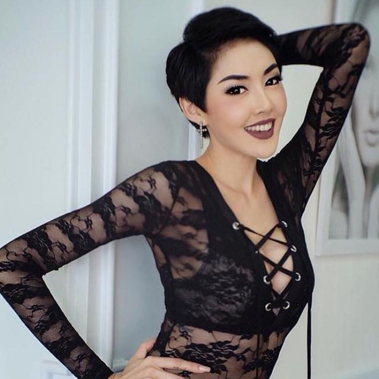 Cô từng được gọi là biểu tượng gợi cảm của Thái và xuất hiện trong một số MV ca nhạc18+.