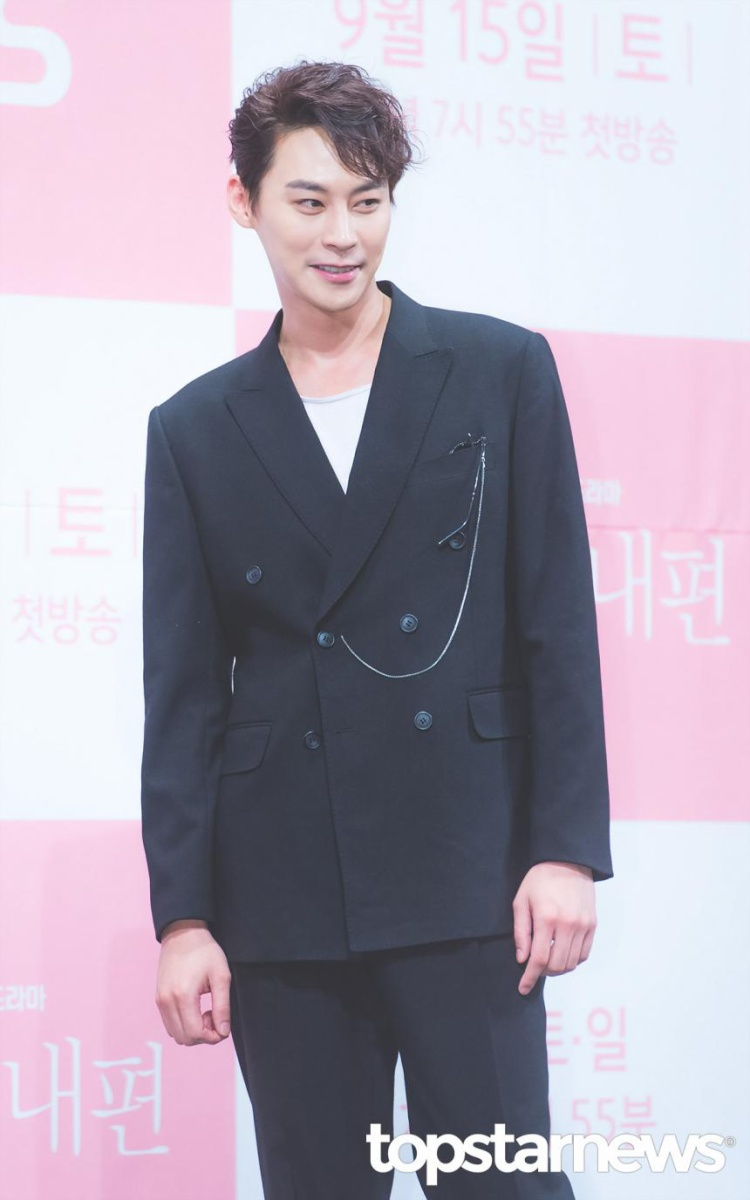 Jung Eun Woo.