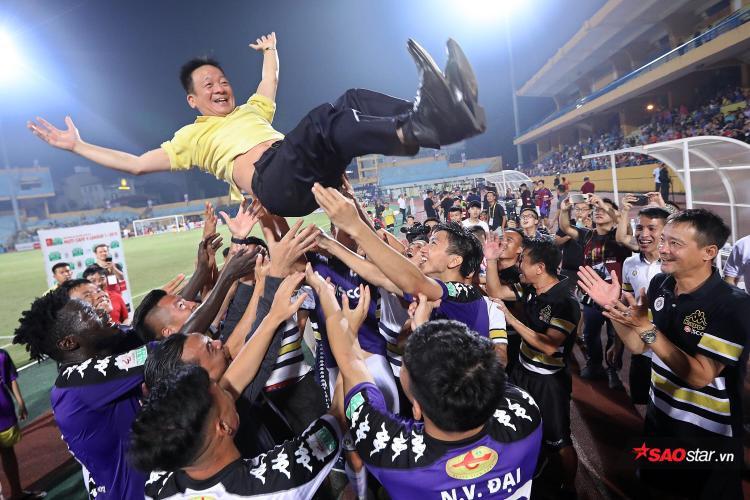Lãnh đạo CLB B.Bình Dương nói huỵch toẹt là CLB Hà Nội được sắp xếp để vô địch.
