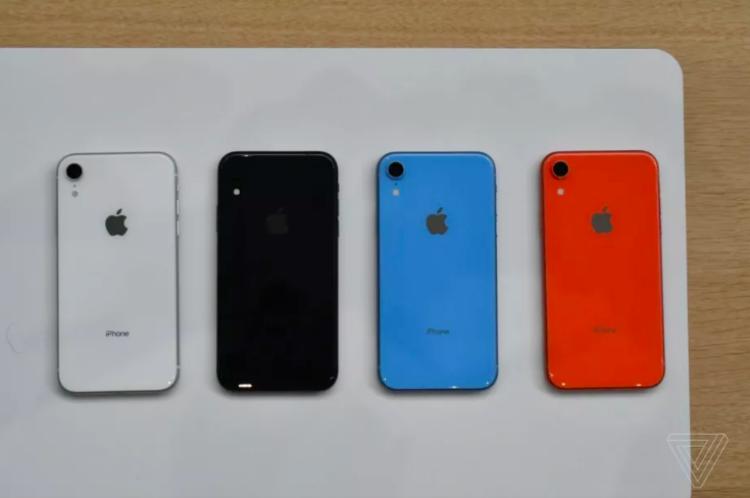 """iPhone Xr là một trong những điện thoại """"tắc kè hoa"""" nhất của Apple, có lẽ chỉ xếp sau iPhone 5c."""
