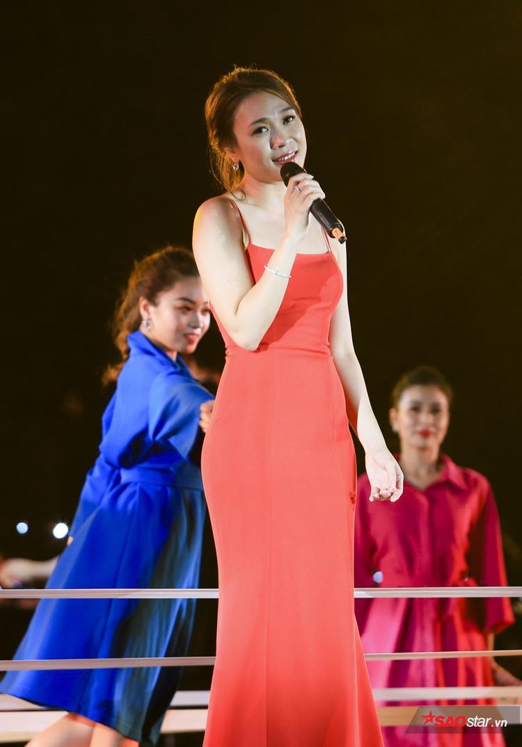 Mỹ Tâm xuất hiện cực xinh đẹp trong đêm nhạc 13/9.