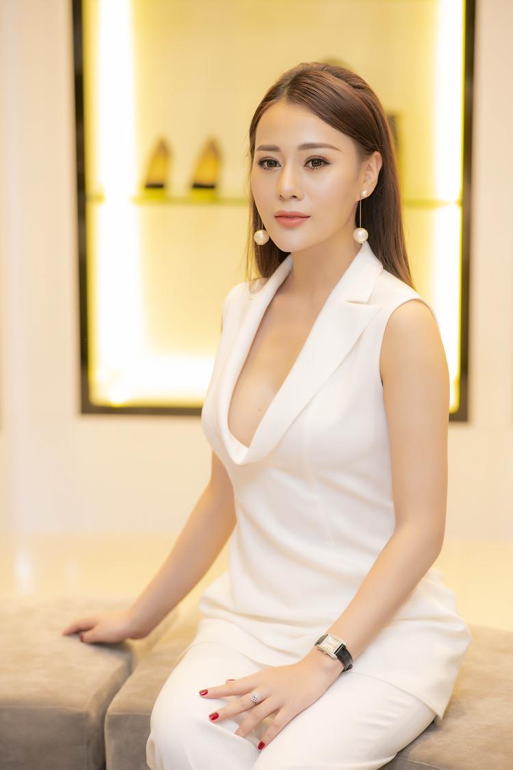 Với độ hot của phim 'Quỳnh búp bê', nữ diễn viên trở thành gương mặt đắt show quảng cáo tại khu vực miền Bắc.