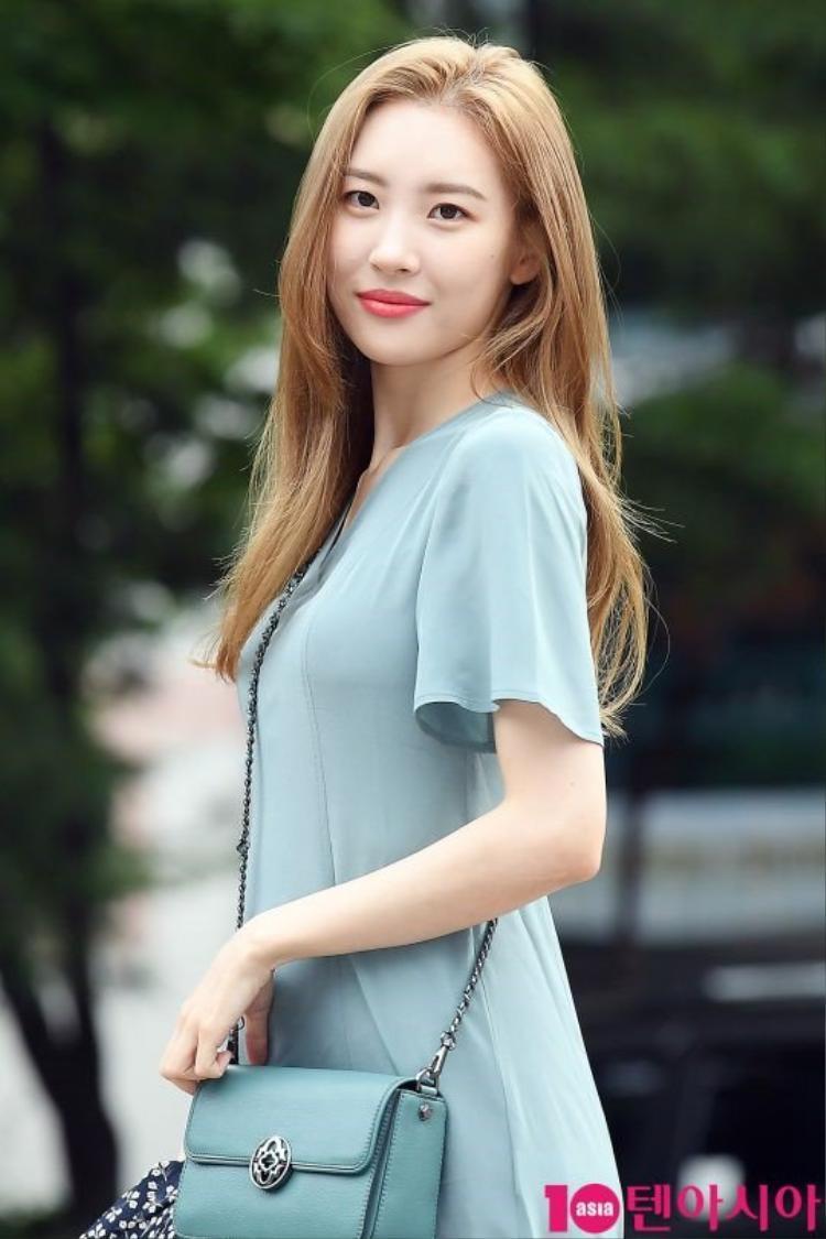 Sunmi đột ngột dừng lịch trình tại Music Bank, nhập viện khẩn cấp vì chóng mặt không ngừng