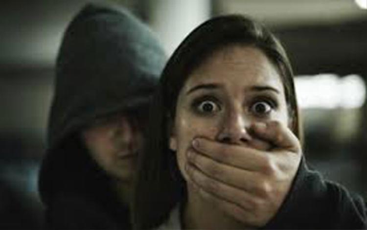 Tin là bạn đời kiếp trước, người phụ nữ lên kế hoạch bắt cóc cô gái 21 tuổi - Ảnh 1.