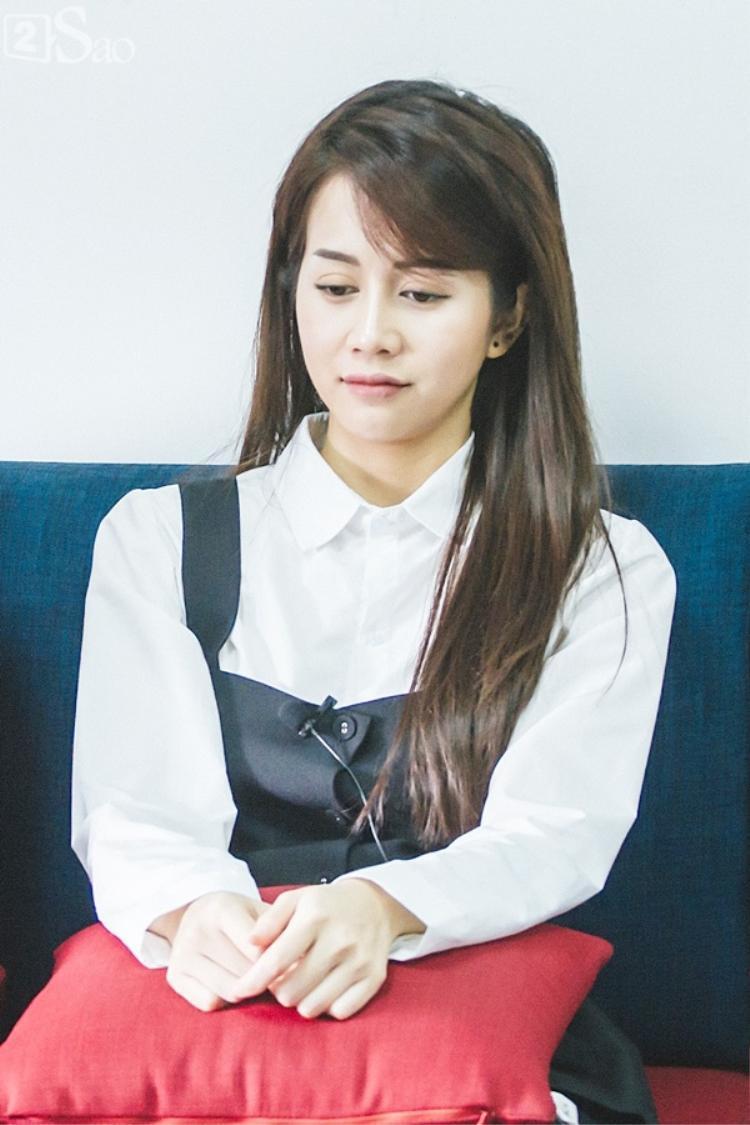 Mới đây trong buổi trò chuyện với 2sao, An Nguy đã khóc vì cảm thấy có lỗi với chuyện tình cảm của mình và Kiều Minh Tuấn.