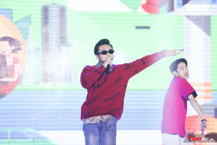Soobin Hoàng Sơn mang tới chương trình ca khúc mới toanh với tựa đề Yolo.