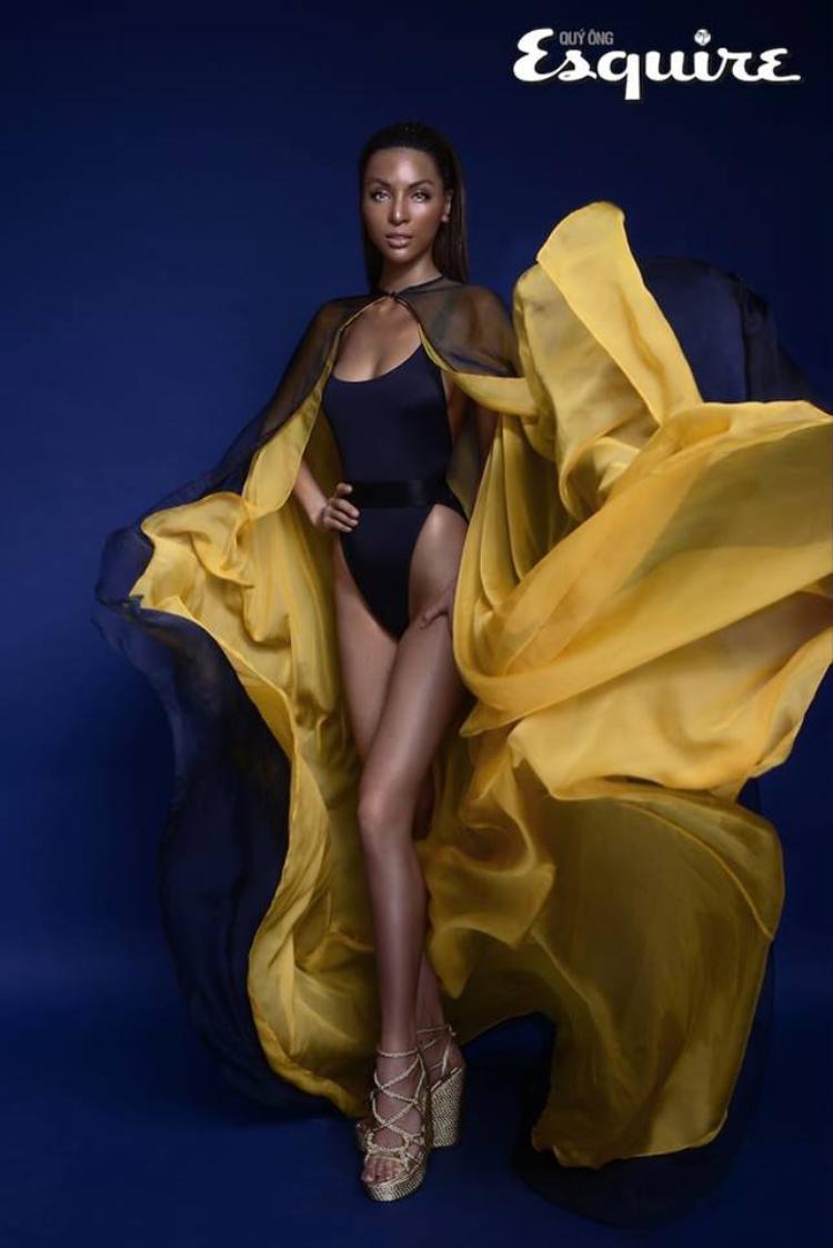 Sau thất bại ở 2 đấu trường Hoa hậu thì nay người đẹp họ Dương đã xuất sắc mang về cho mình danh hiệu Siêu mẫu Quốc tế.