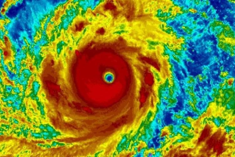 Ảnh vệ tinh cho thấy siêu bão Mangkhut đe dọa Philippines.
