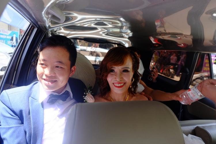 Cặp đôi nở nụ cười trong ngày trọng đại của mình.