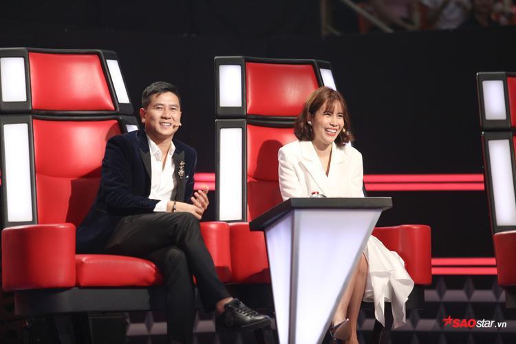 Cặp đôi Giang Hồ hết lời khen ngợi vẻ ngoài xinh xắn, đáng yêu của Khánh Hà trong chiếc áo dài Huế.