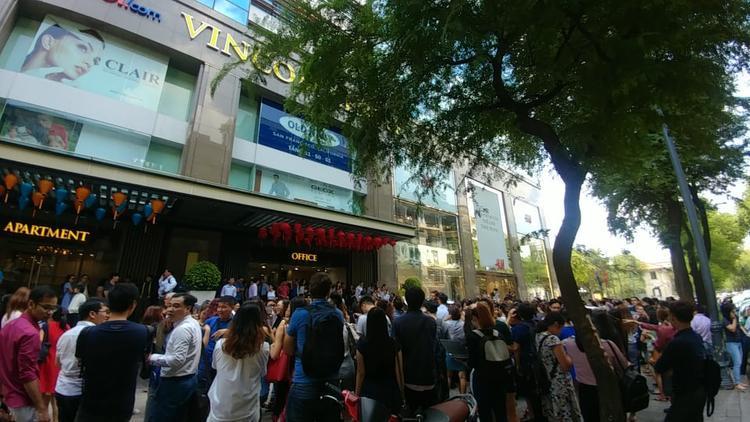 Hàng nghìn người tháo chạy ra ngoài sau sự cố.
