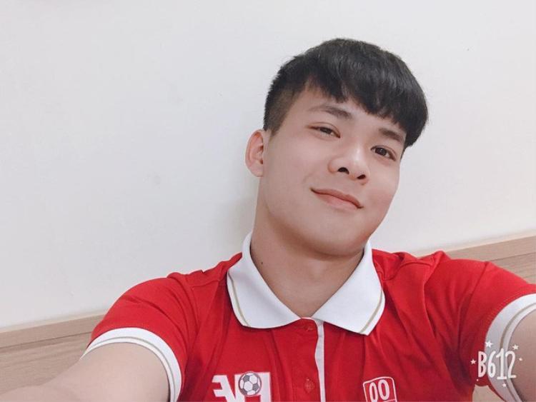 Còn anh chàng điển trai này là Trương Thái Hiếu - thủ môn của U19 Việt Nam.