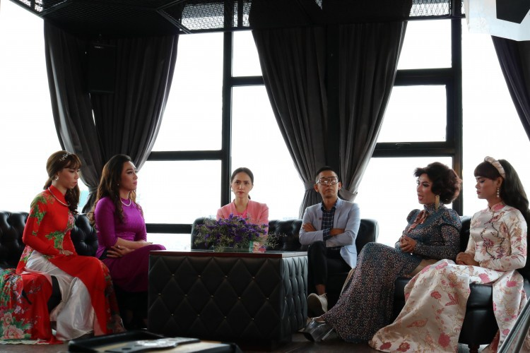 Buổi chia sẻ thân tình của MC Hương Giang, đạo diễn Huỳnh Tuấn Anh cùng các chị em đoàn lô tô Sài Gòn Tân Thời.