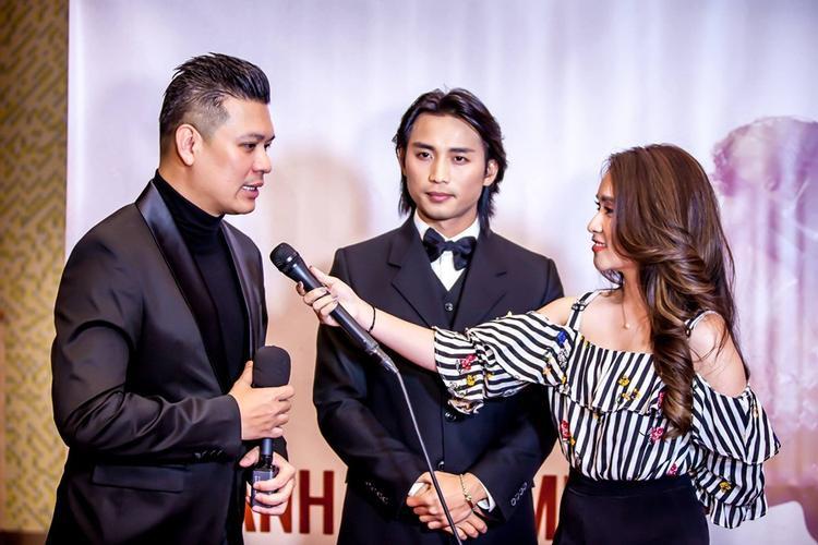 Đan Nguyễn cùng đạo diễn Cường Ngô trong họp báo ra mắt tác phẩm.