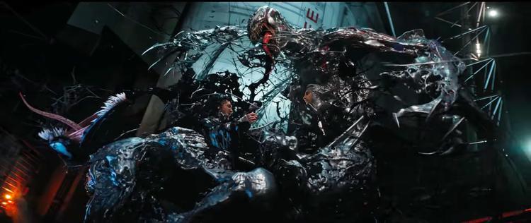 Cảnh đánh nhau khốc liệt giữa Eddie – Venom và quái vật Riot