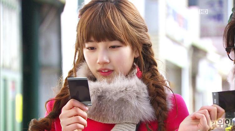 Suzy gây ấn tượng mạnh với khán giả nhờ vào ngoại hình xinh xắn và diễn xuất tự nhiên trong Dream High.