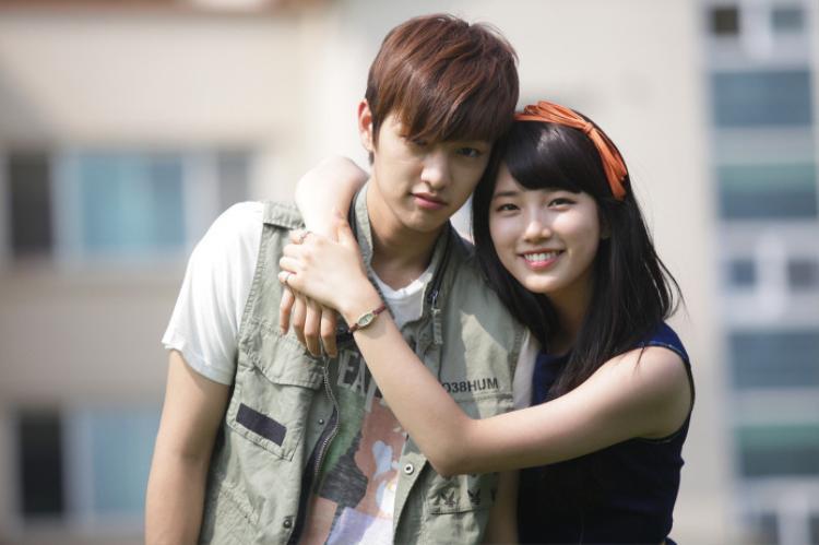 Trong phim, cô nàng này rất yêu Kang Kyung Joong (Shin Won Ho) nhưng éo le ở chỗ, anh chàng này lại bị hoán đổi linh hồn với anh trai mình (Gong Yoo).