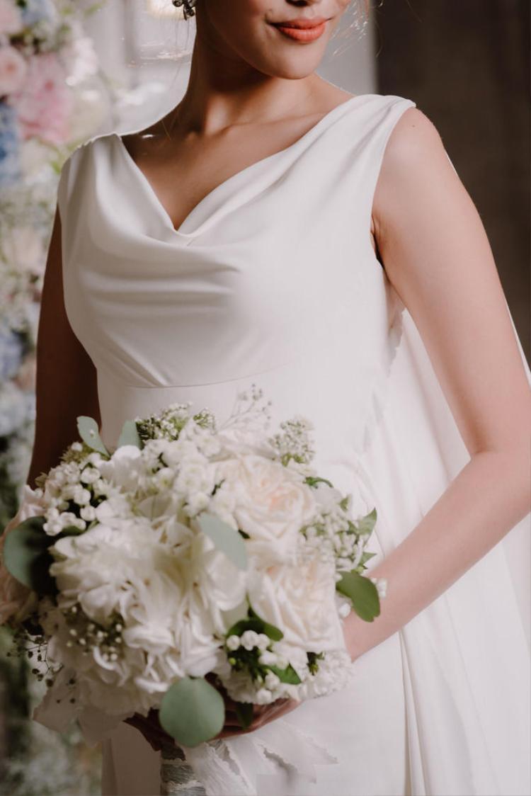 Trước hôn lễ, cùng ngắm nhìn thiết kế chủ đạo sẽ được Lan Khuê diện trong ngày trọng đại của mình Cùng ngắm nhìn bộ váy cưới sẽ được Lan Khuê diện trong ngày trọng đại!!