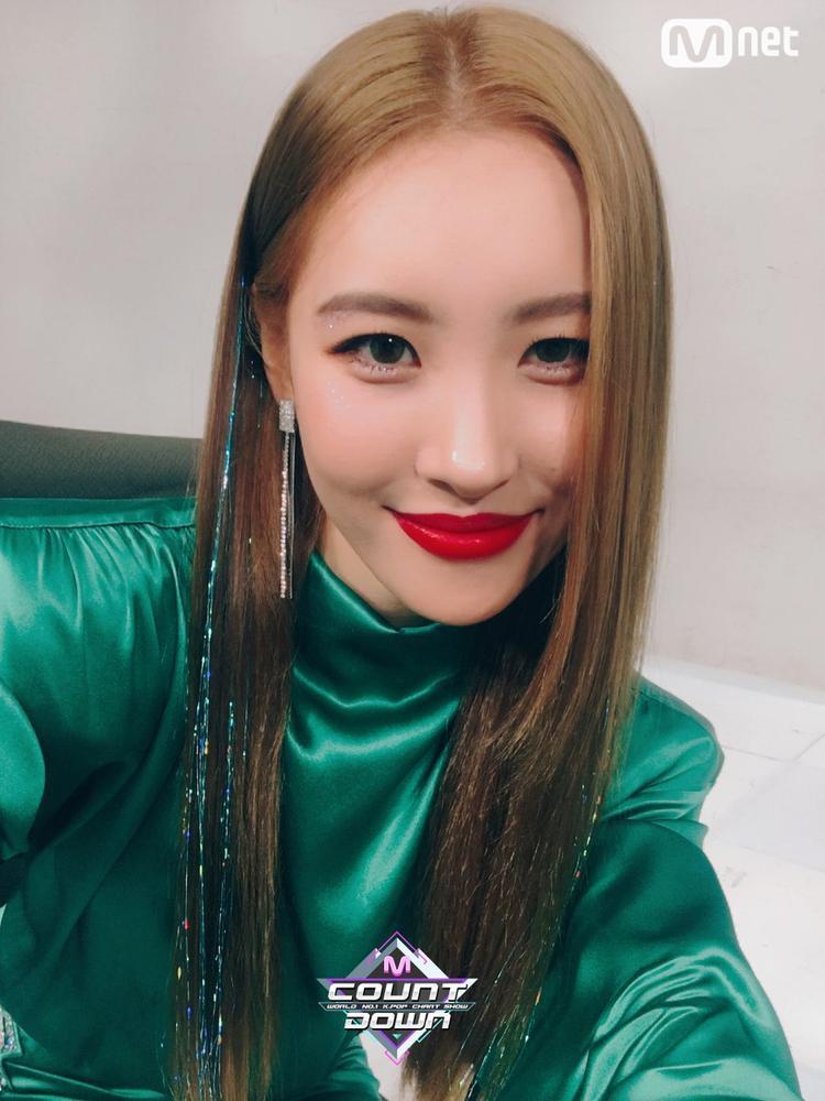 Kiểu tóc làm mưa làm gió năm 90 đột nhiên được các idol Kpop lăng xê trở lại Kiểu tóc làm mưa làm gió năm 90 đột nhiên được ưa chuộng trở lại
