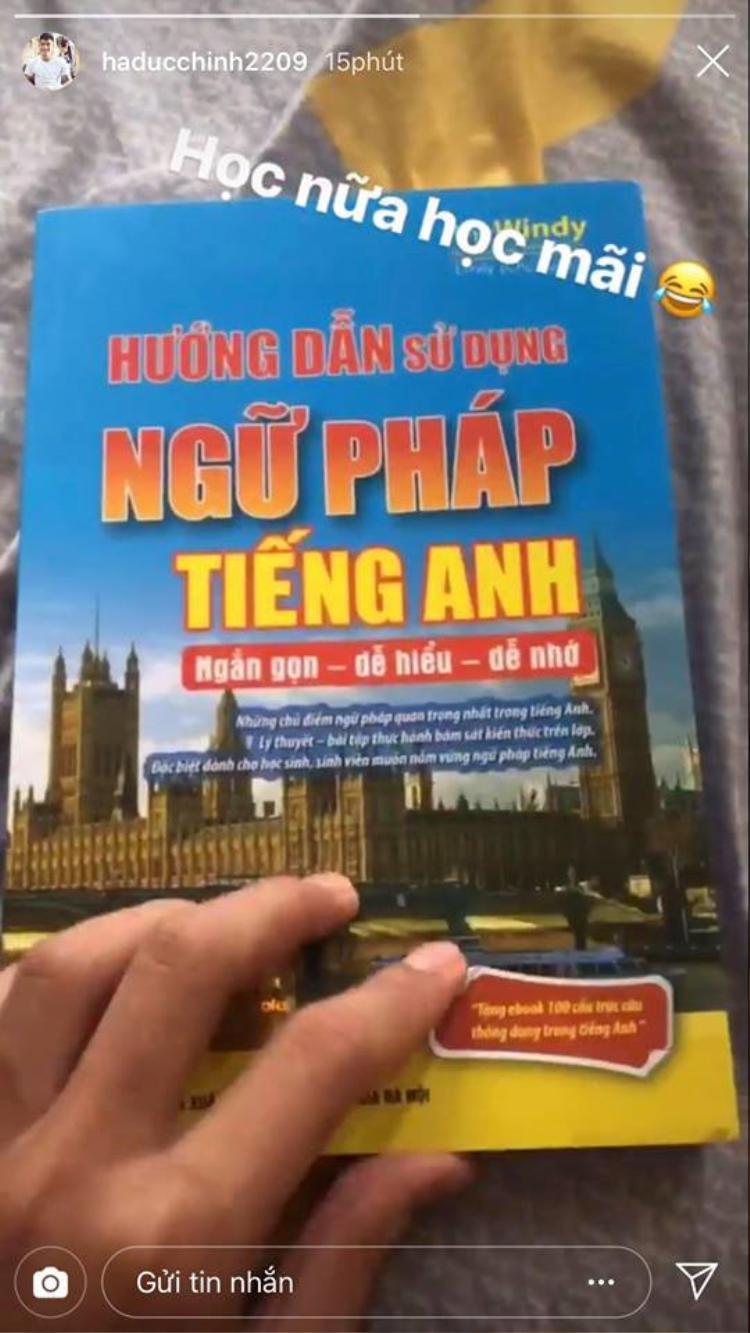 """Đức Chinh khoe mình đang đi học tiếng Anh. Đức Chinh khoe đang học tiếng Anh và nhận cái kết cực """"phũ"""""""