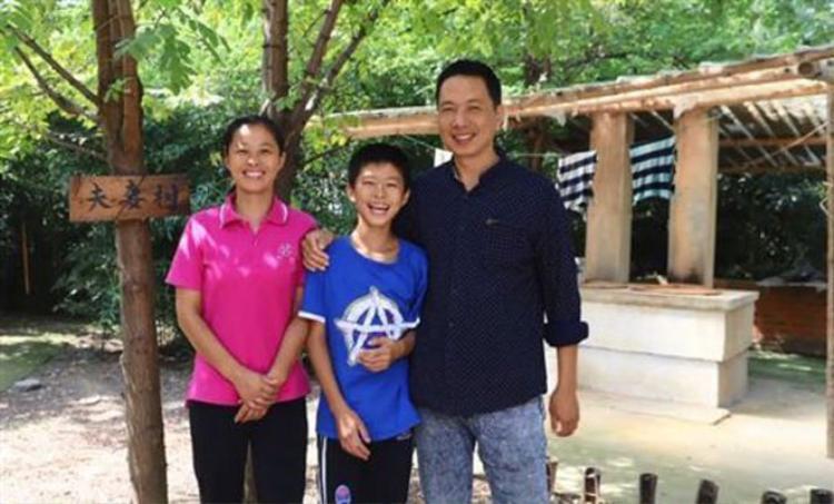 Gia đình 3 người của anh Zhu. Ảnh:Kwong Wah