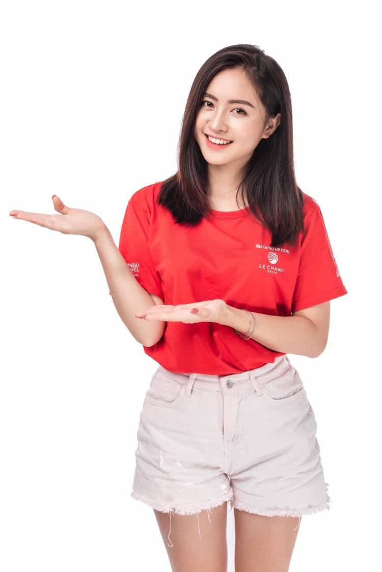 """Chia sẻ về cuộc thi Miss Teen 2017, Thu Trang cho biết cô hâm mộ Chi Pu. Trong khi đó Miss Teen là """"bệ phóng"""" của rất nhiều ca sĩ, diễn viên nổi tiếng như Chi Pu, Emily, Bảo Thy… bởi vậy cô nàng đăng ký tham gia để khẳng định bản thân. Thiếu nữ xinh đẹp bên đồi hoa tam giác mạch ở Mù Cang Chải – Yên Bái"""