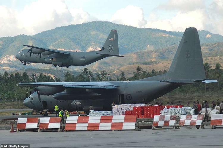 Các chuyên gia quân sự Anh và một máy bay RAF A400M đóng quân ở Trung Đông cũng được điều đến để phục vụ công tác cứu trợ. Nữ hoàng Anh cũng quyên góp riêng cho Ủy ban thiên tai khẩn cấp để giúp đỡ những người còn sống sót sau thảm họa kép.