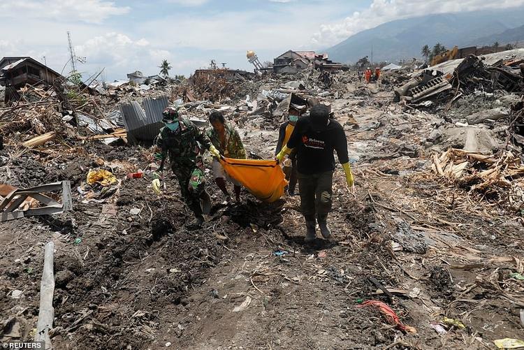 Sau 8 ngày kể từ khi thảm họa kép xảy ra, chính quyền Indonesia chưa chính thức dừng cuộc tìm kiếm người sống sót, dù hy vọng hiện nay là rất mong manh.