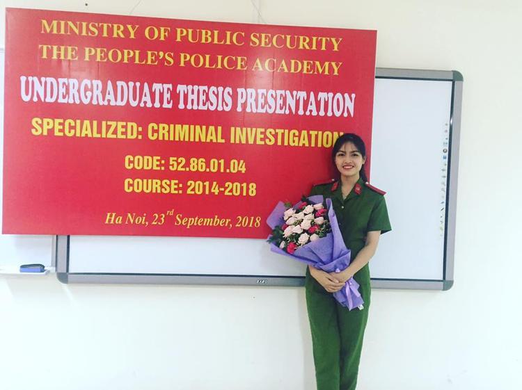 Mới đây, Linh vượt qua hơn 1000 sinh viên để trở thành tân thủ khoa của Học viện Cảnh sát