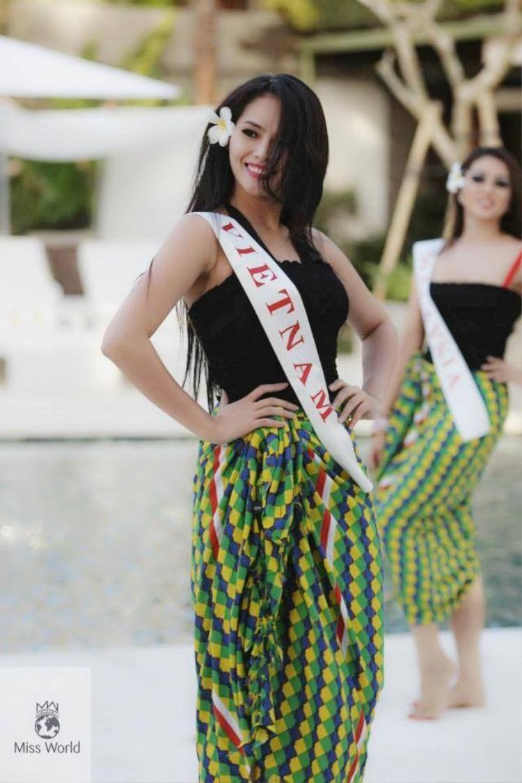 Với vốn Tiếng Anh bập bẹ câu được câu mất, Lại Hương Thảo từng khiến mọi người hoang mang về khả năng phát âm tiếng Anh dở tệ tại Miss World 2013.