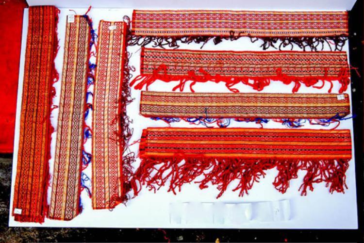 Các hoa văn cổ trên sản phẩm thổ cẩm của đồng bào Chăm chứng minh cho nền văn hóa lâu đời nơi đây.