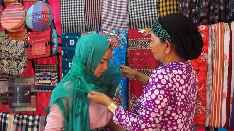 Sản phẩm dệt truyền thống người Chăm mang những nét đặc trưng, tiêu biểu.