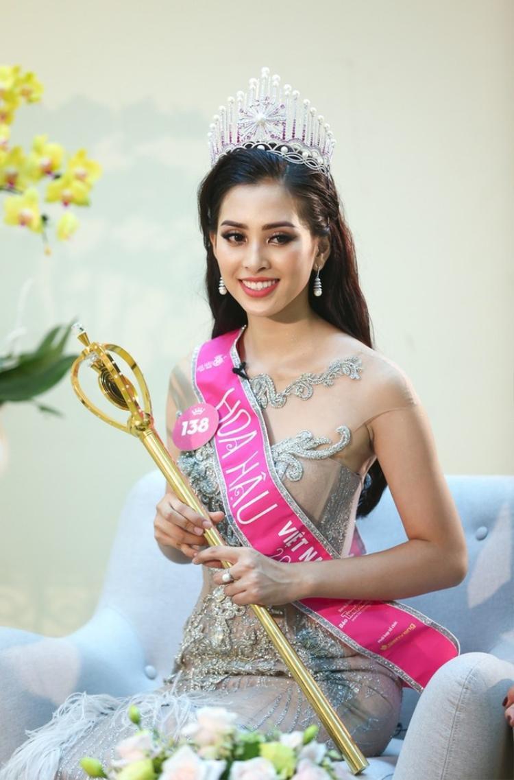 """Ở độ tuổi 18 phơi phới cùng với danh hiệuHoa hậu Việt Nam""""nóng hổi"""" vừa đạt được tại nước nhà, Tiểu Vy hứa hẹn sẽ là nhân tố gây bất ngờ và chú ý tại cuộc thiMiss World 2018."""
