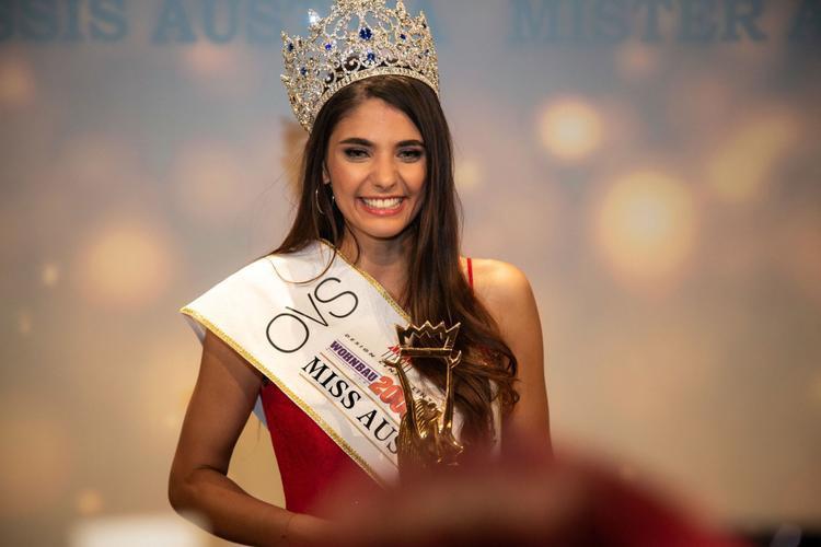 Daniela Zivkov đăng quang Hoa hậu Áo vào hôm 1/9. Nhan sắc của cô được đánh giá cao và được kỳ vọng ở cuộc thi quốc tế.