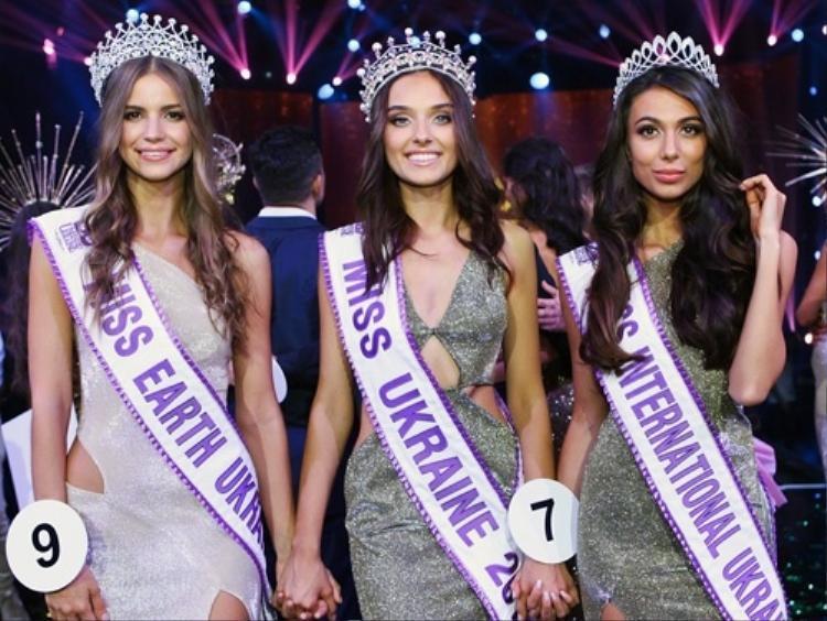 Trước đó,Hoa hậu Ukraine 2018, Veronica Didusenko cũng bị tước vương miện vì đã nói dối khi đi thi.Nguyên nhân Veronica Didusenko bị tước vương miện vì ban tổ chức hoa hậu Ukraine đã phát hiện hiện cô đã kết hôn và có một con trai 4 tuổi.