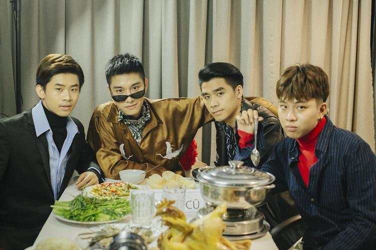 Hội bạn trai cũ gồm có Híp Lee, rapper R.Tee và hot boy Nguyễn Thành. Juun Đăng Dũng hy vọng với sự đầu tư nghiêm túc, làm mới mình liên tục, khán giả sẽ ủng hộ anh nhiều hơn.