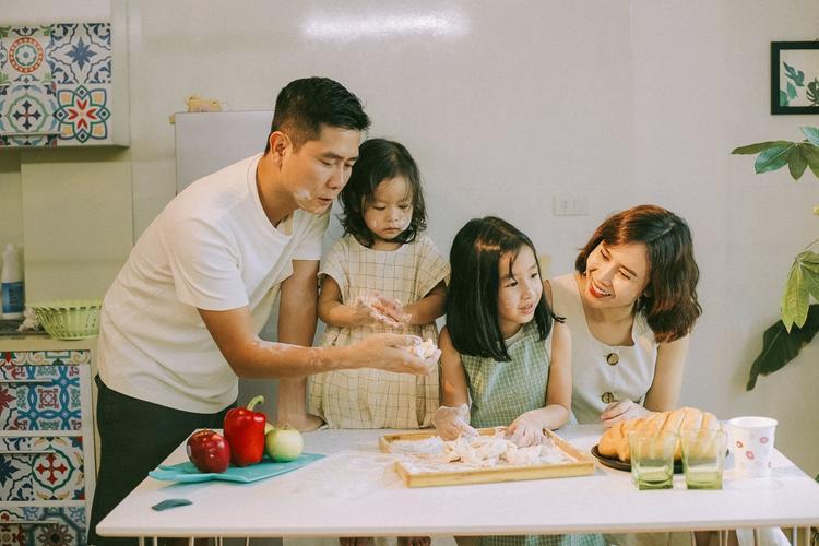 Tan chảy với bộ ảnh gia đình của Lưu Hương Giang  Hồ Hoài Anh