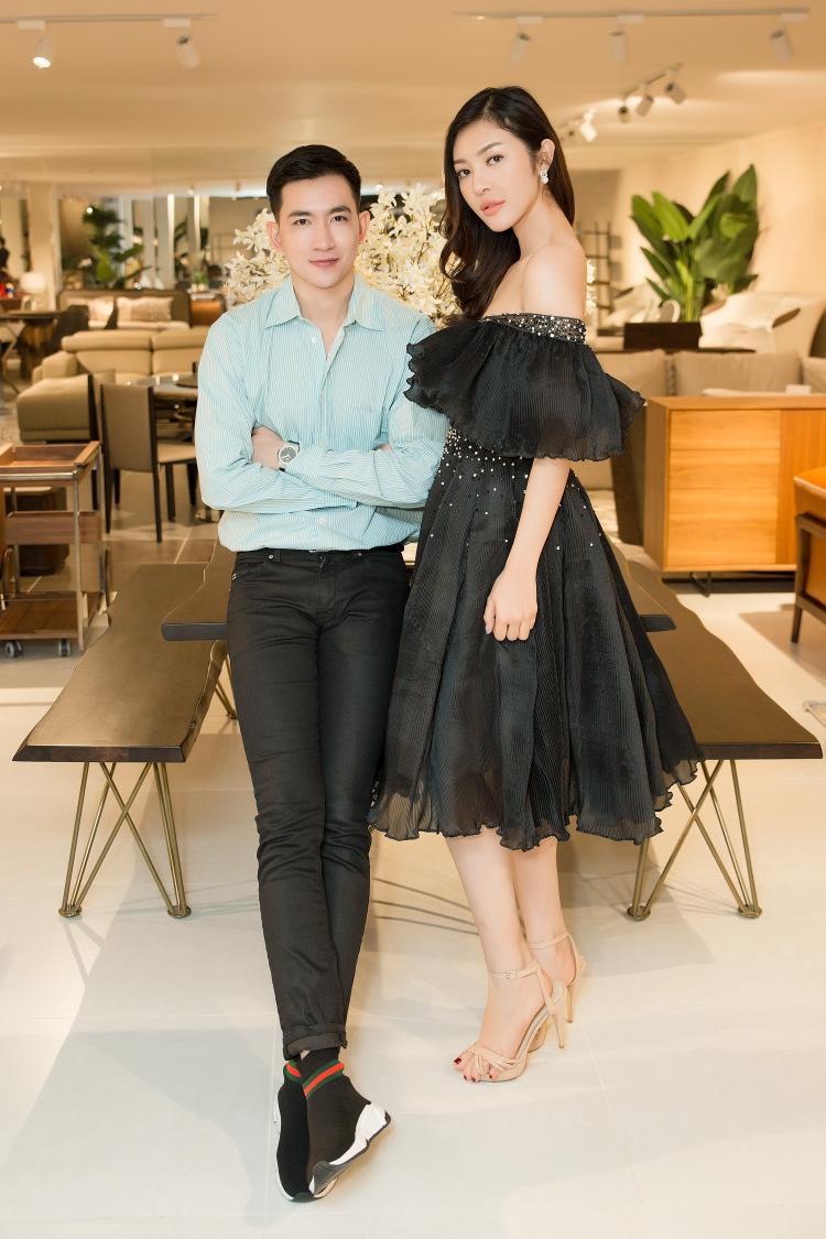 Anh chàng đọ sắc cùng Bùi Lý Thiên Hương - chân dài lựa chọn một chiếc váy trễ vai e ấp gợi cảm.
