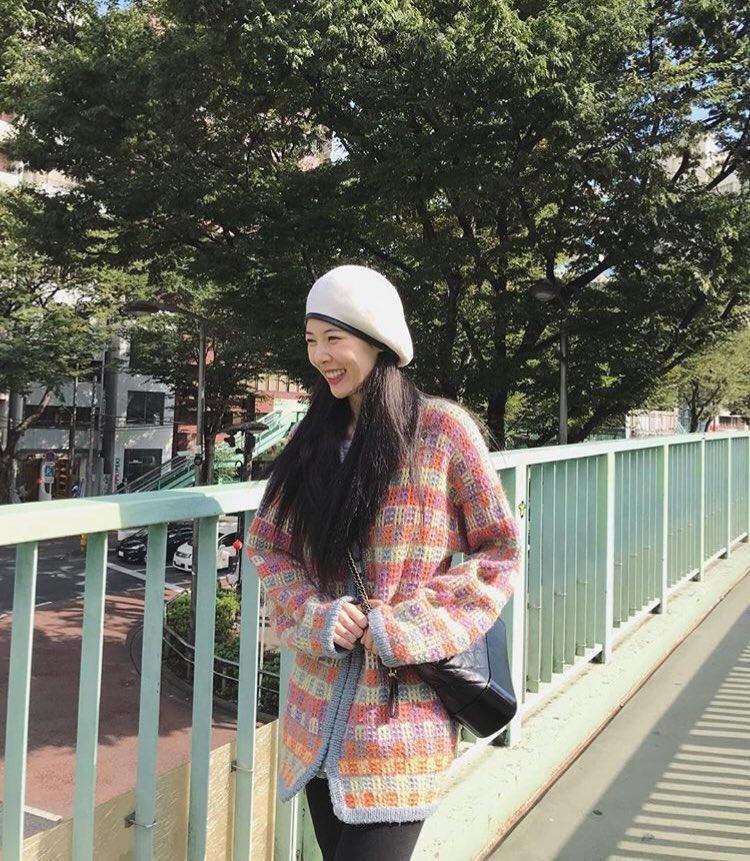 HyunA vẫn vui vẻ mặc dù vừa trải qua nhiều sóng gió trong sự nghiệp lẫn đời tư.
