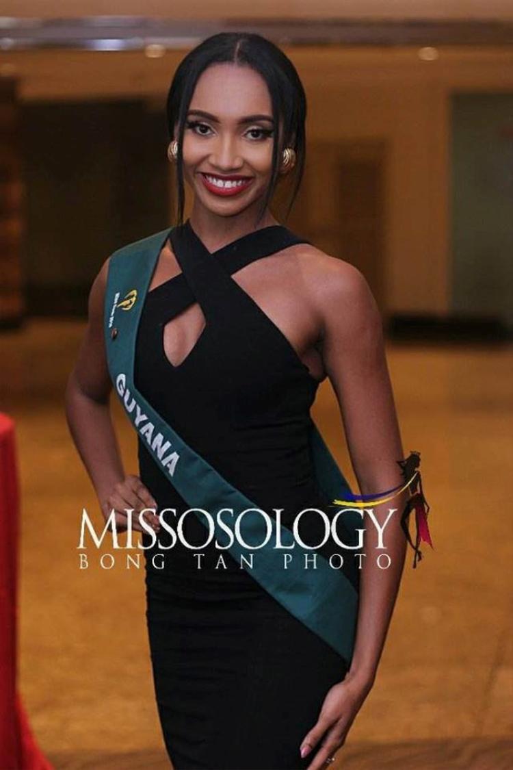 Từng được trang Missosology đưa vào danh sách 10 ứng viên tiềm năng, song ở bức ảnh này, người đẹp Guyana - Xamiera Kippinslại mất điểm với khán giả.