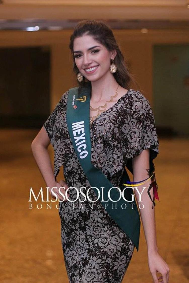 Hoa hậu Mexico - Melissa Flores - cũng kém sắc hơn so với những hình ảnh thời trang trước đó của cô. Cô năm nay 20 tuổi, sở hữu chiều cao lý tưởng 1,82 m.