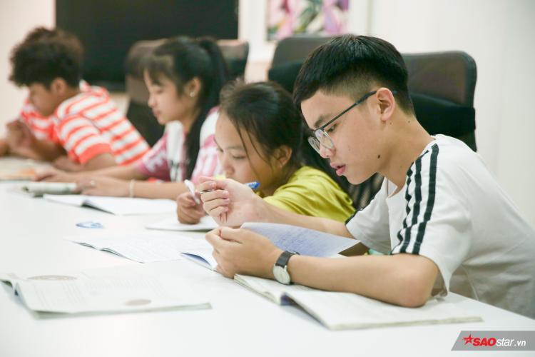 Các bé thay phiên học Anh văn, Ngữ văn, Toán các buổi trong tuần theo đúng số tiết bỏ lỡ khi vào TP. HCM tham gia chương trình.
