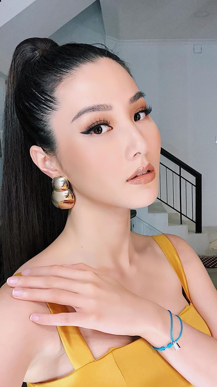 """Cũng là một người đẹp có tiếng trong showbiz Việt, tuy nhiên, Diễm My cũng bị liệt kê vào danh sách sao Việt """"dừ"""" hơn tuổi thật."""