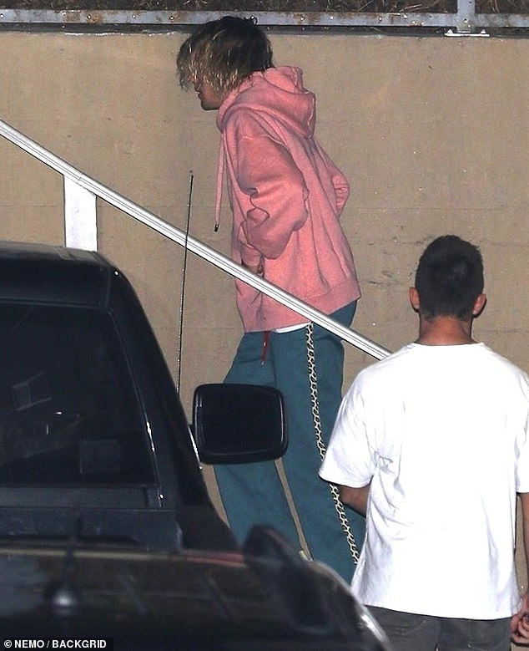 Justin Bieber xuất hiện vô cùng thảm hại khi nghe tin Selena Gomez phải điều trị tâm thần