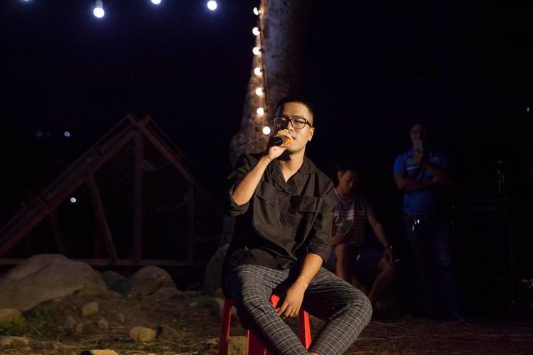 Các thành viên xuất hiện với hình ảnh mộc mạc, giản dị, cống hiến những giai điệu tuyệt vời trong suốt liveshow.