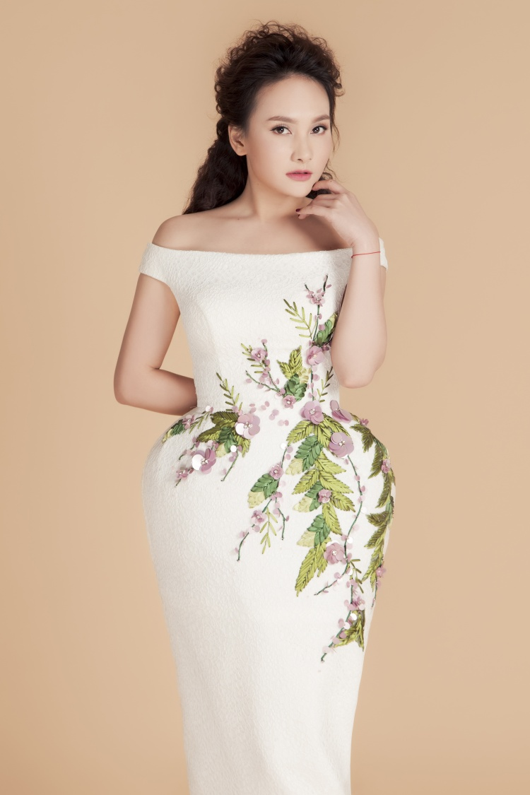 Thiết kế thứ 3 khá đặc biệt nhờ độ phồng ở hông của trang phục. Đây là một trong những xu hướng được các nhà mốt Việt Nam yêu thích.