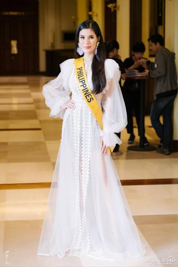 Hoa hậu Philippines hóa nàng công chúa bay bổng trong thiết kế lộng lẫy.