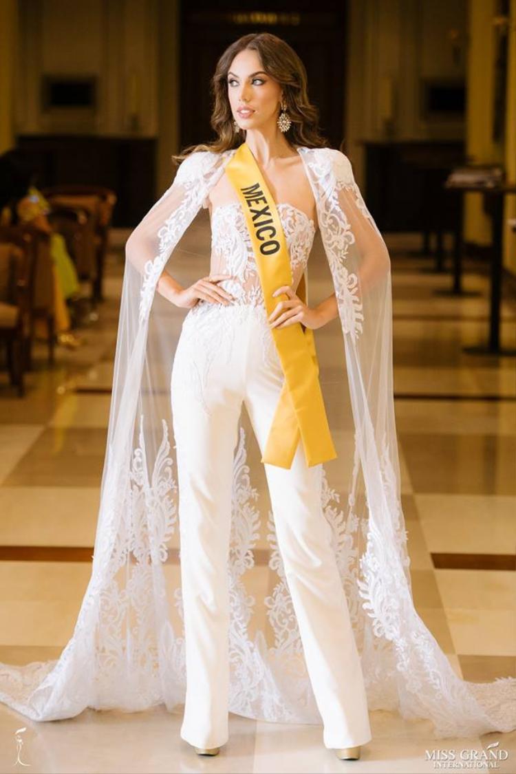 Đến từ trung Mỹ, đại diện Mexico ghi điểm với phong cách như một nữ thần.